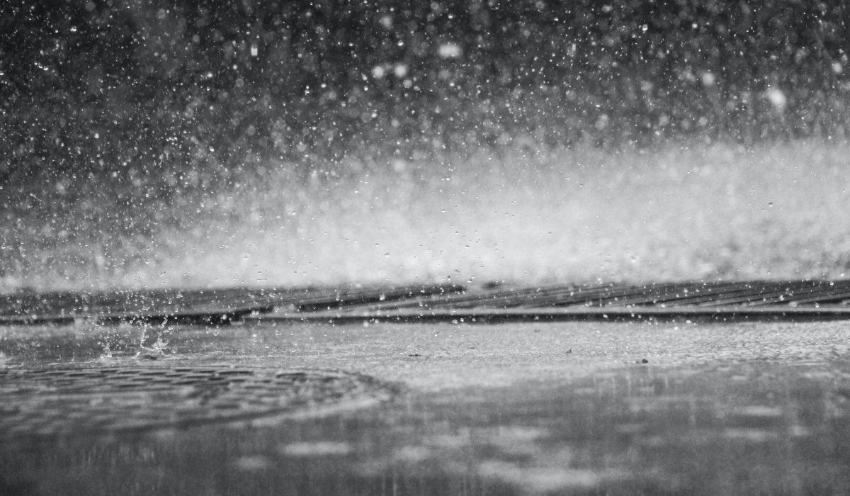 Pluie sur le sol