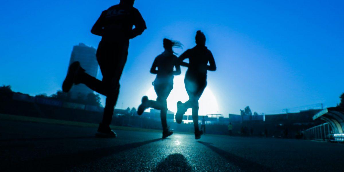 Courir de nuit : conseils et équipement